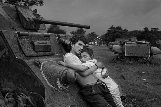 Rafael Trobat. El abrazo de los huelepegas. Managua, 1996