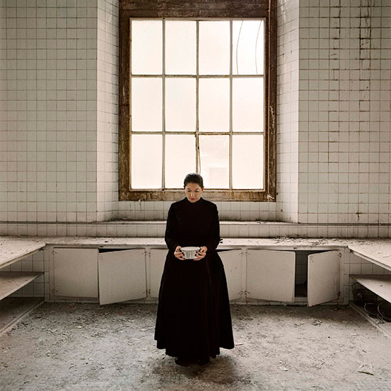 LA_FABRICA--Marina_Abramovic-THE_KITCHEN_V__Homage_to_Saint_Therese_2009-p