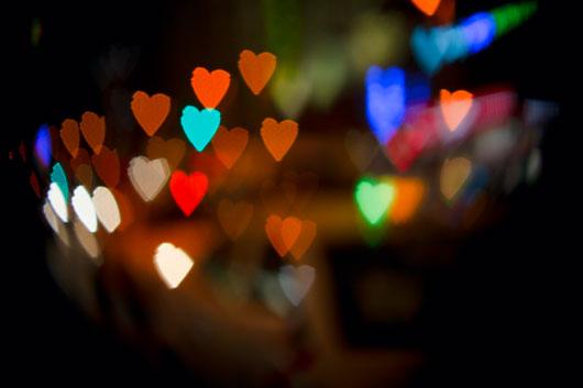 Resultado de imagen para Recortar un corazón en un cartón para un crear un Bokeh con forma de corazón