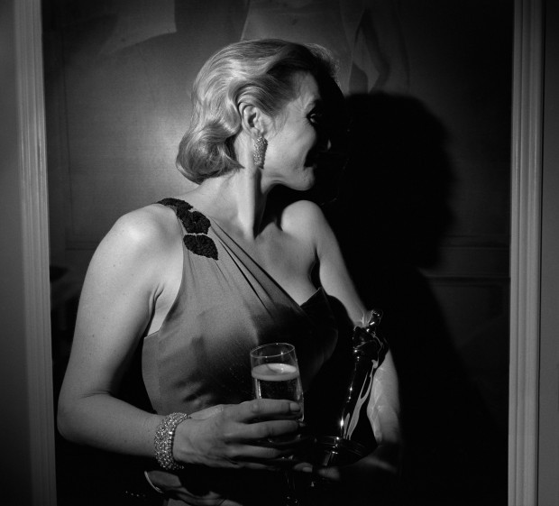 Las fiestas de Hollywood por Larry Fink