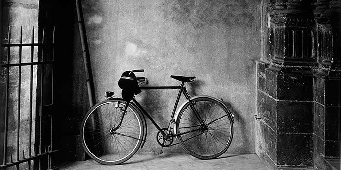 FRAGMENTO-gomez_martinez-bicicleta_en_atrio_0