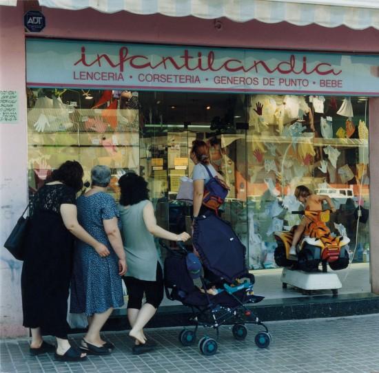 Calle Llul, barrio del Besós, Barcelona, 2001  © Patrick Faigenbaum