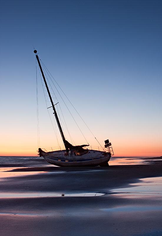 Fotos de verano: el barco que encalló en la playa