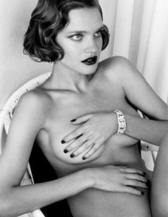 El Museo Thyssen desnuda la moda con Testino