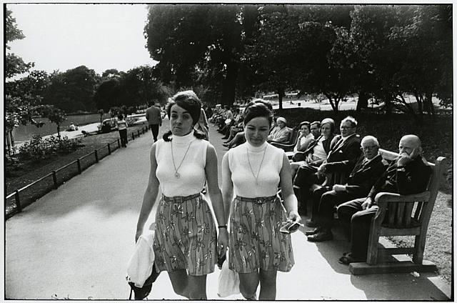 Las bellas mujeres de Winogrand en Foto Colectania