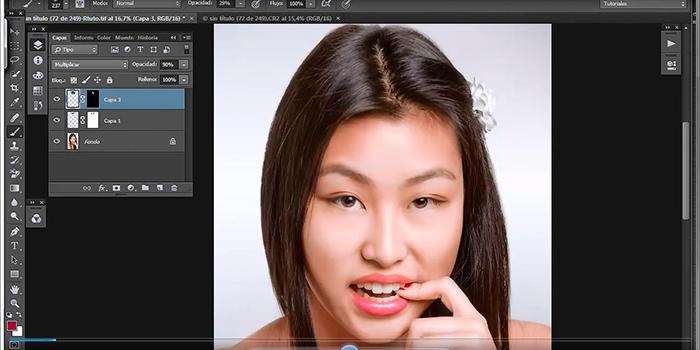 Tutorial de Photoshop que enseña cómo enderezar la raya del pelo