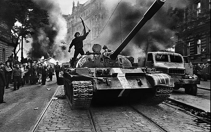 Josef-Koudelka-invasion-