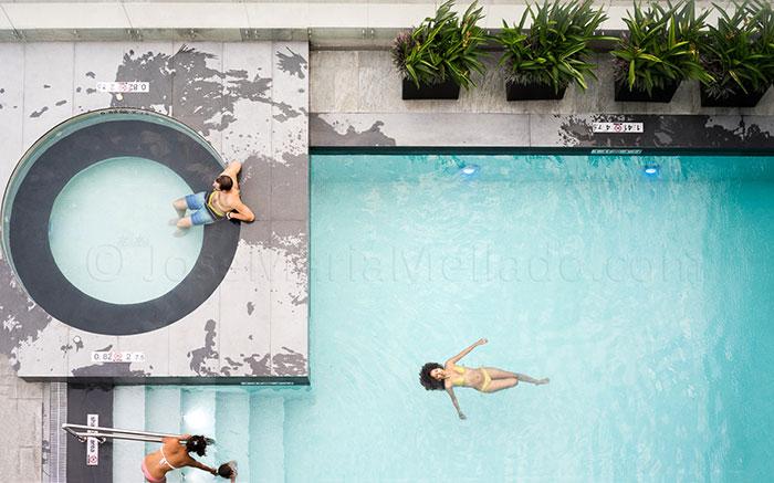 Closer-JM-Mellado-Flotando-en-la-piscina